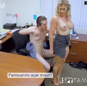 Kudurgun Anne Porno İzleyen Oğluna Amını Götünü Siktiriyor